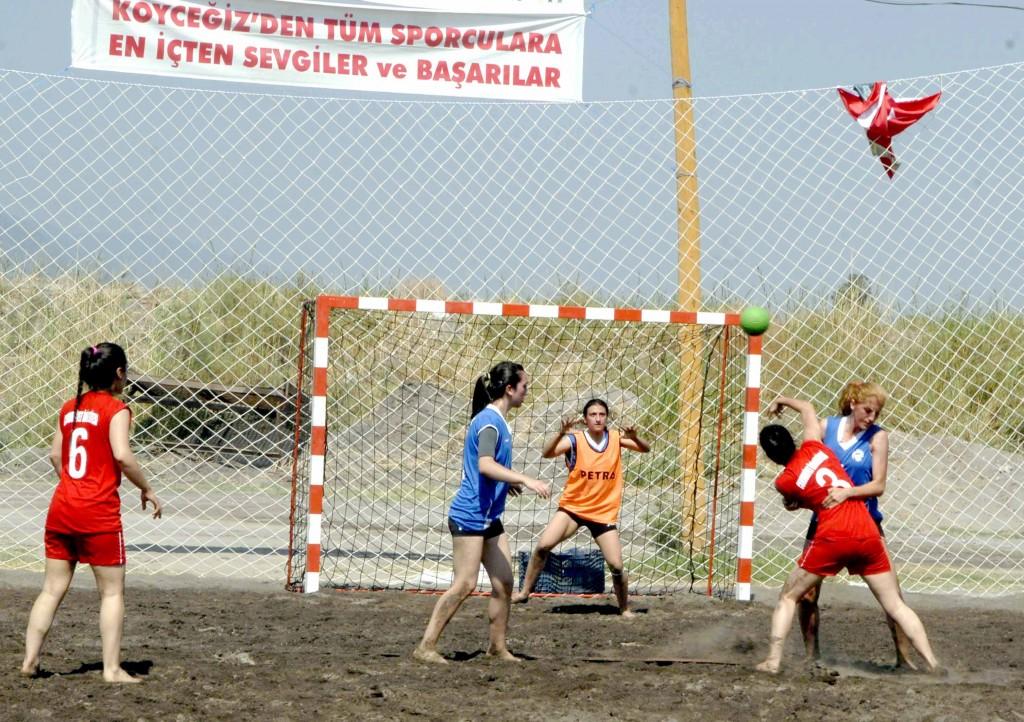 OKUN10005 59 - Köyceğiz'de plaj hentbolu