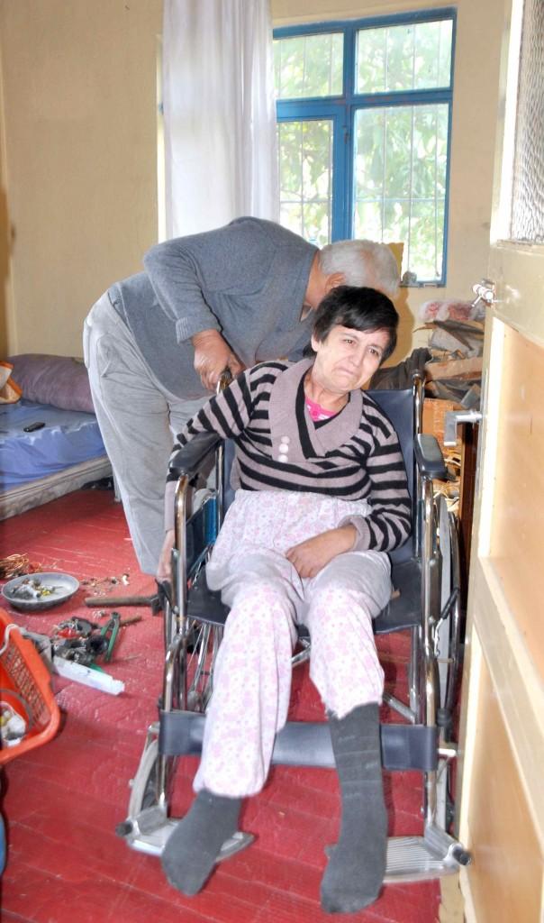 121 - Hurdacıya bırakılan felçli kadına devlet sahip çıktı