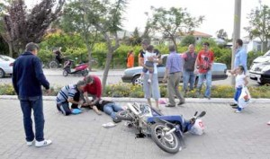 Untitled 153 - Motosiklete çarptı,  anne ve 2 kızını yaraladı