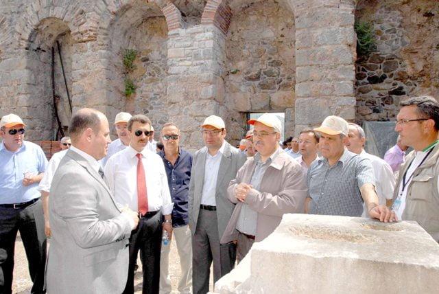 Kazı ve restorasyon eşzamanlı bitirilmeli