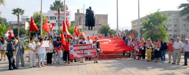 OKN 0360 - Ortaca'da bayrağa saygı mitingi