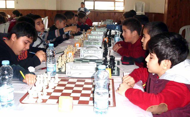 """""""Küçükler Yaş Grupları"""" satranç turnuvası yapıldı"""