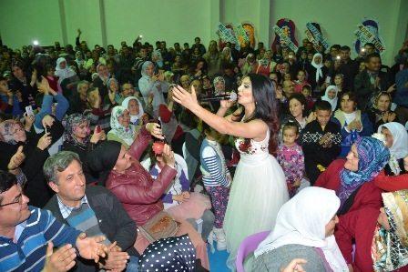 Ankaralı Ayşe sevgisi salona sığmadı