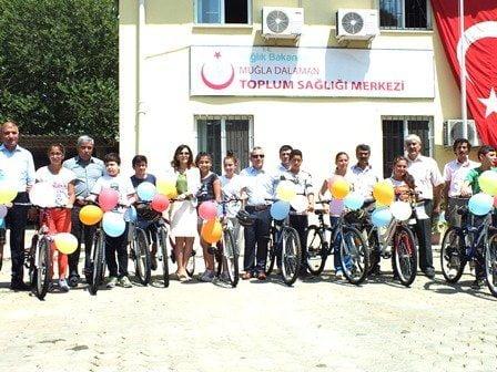 Bisikletler Ortaokul Öğrencilerine Törenle dağıtıldı