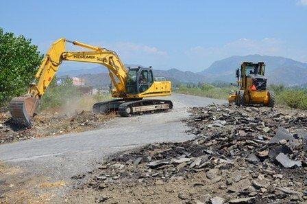 Kanal boyu yolu asfaltlanıyor