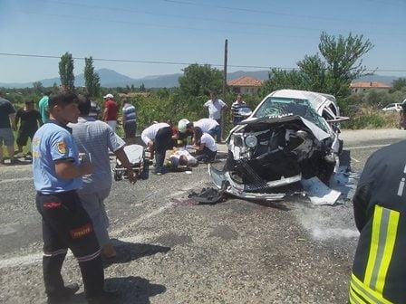 Köyceğiz'de kamyonetle minibüs çarpıştı: 7 yaralı