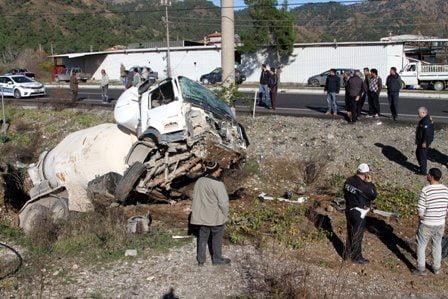 Ortaca'da beton mikseri devrildi: 1 yaralı