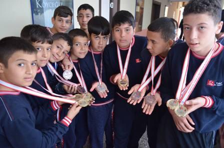 Köyceğizli Genç Güreşçilerden 14 Altın Madalya