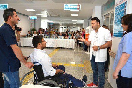"""İşitme Engelliler için """"İşaret Dili"""" öğrendiler"""