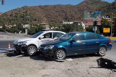 Dalaman'da trafik kazası, 3 yaralı