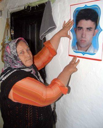 7 yıldır kayıp oğlunu bekliyor