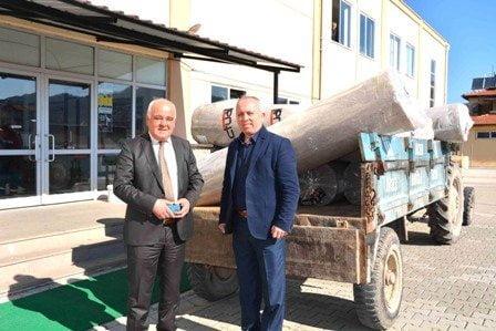 solda Ortaca Belediye Baskani Hasan Karacelik Ortaca Ilce Genclik Hizmetleri ve Spor Muduru Murat Sozgen - Ortaca Belediyesinden spor salonuna destek