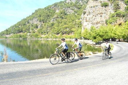 Bisiklet tutkunları gün sayıyor