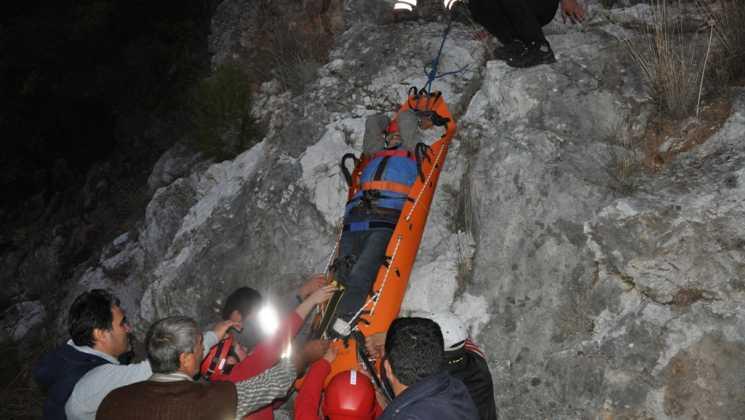 DSC 0358 - Dalaman'da zeytin toplarken kayalıklardan düştü