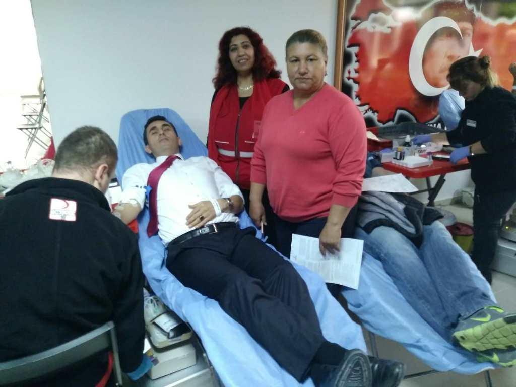 28407602 10156238287419777 857001251 o - Eğitimcilerden kan bağışı