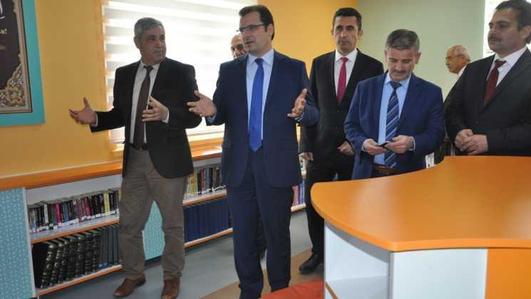 """DSC 0047 - Anadolu Lisesi'ne """"Zenginleştirilmiş Kütüphane"""""""