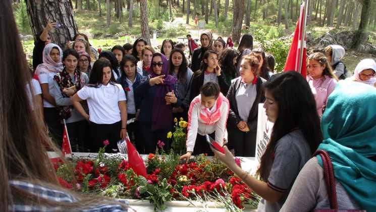 IMG 0340 - Öğrenciler şehit Fuat Demir'i andı