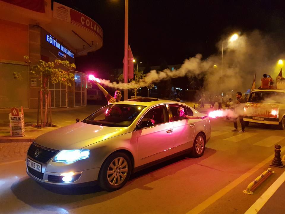 32910021 10156298208353397 3563084132659494912 n - Dalaman'da Galatasaray'ın şampiyonluk kutlaması